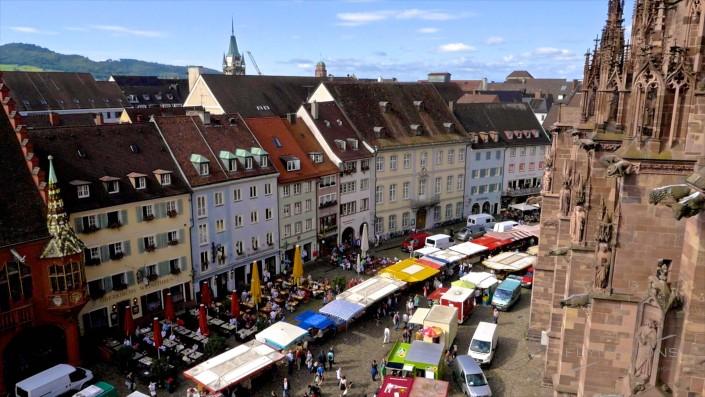 Im Bauch von Freiburg | Dokumentarfilm über den Münstermarkt in Freiburg im Breisgau. Luftaufnahmen.